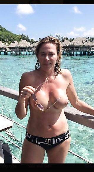 Real amateur nude pussy spreading pics